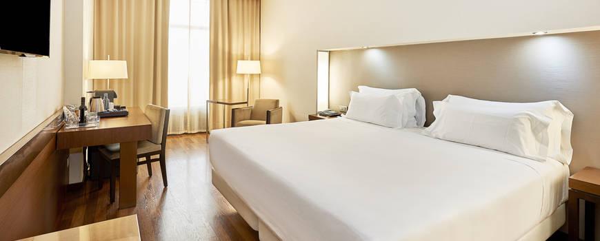 NH PLAZA DE ARMAS HOTEL